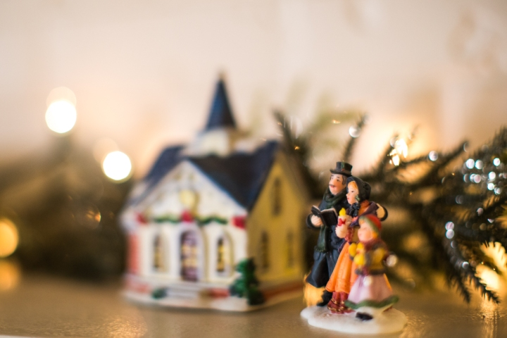 All Is Bright: Christmas Decor on aBudget